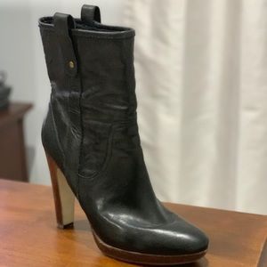 Nine West genuine leather boots size 8.5 inches